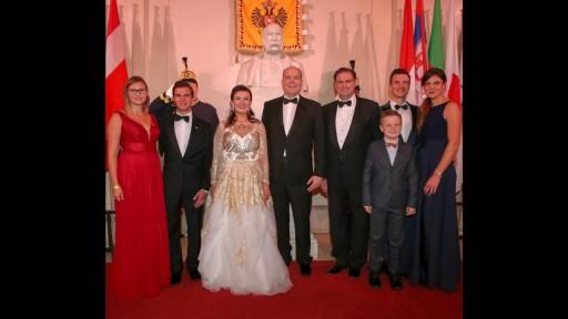 Foto-Family-2019-mit-Fuerst-Albert.512x288-crop.jpg